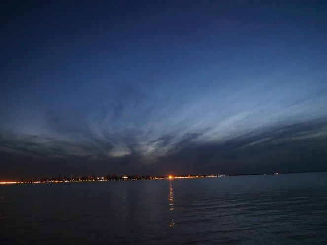 Blick auf Posadas bei Nacht